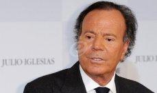 خوليو إيغليسياس إرتبط إسمه بالجنس وهوسه بالنساء أثار الجدل وتزوج في عمر الـ 66