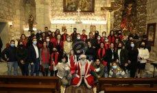 """خاص وبالصور- جوقة """"نسروتو"""" بقيادة الأب مروان غانم غلبت اليأس بالرجاء في كنيسة رعية مار الياس الحي في وادي العرائش"""