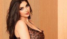 ريتا محمد تستعرض جمالها بفستان أصفر مثير