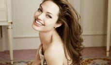 أنجلينا جولي ترتبط بفنان شهير يصغرها بـ 16 سنة !! - بالصور