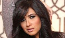 أول ظهور رسمي لـ ياسمين عبد العزيز.. وهذان الطبيبان اللذان أشرفا على علاجها - بالصورة