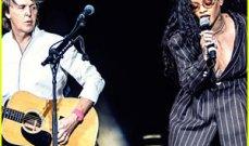 ريهانا وبول ماكارتني يغنيان معاً