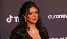 رانيا يوسف أظهرت حمالة صدرها وسرّتها في الجونة ونالت نصيبها من الإنتقادات- بالفيديو