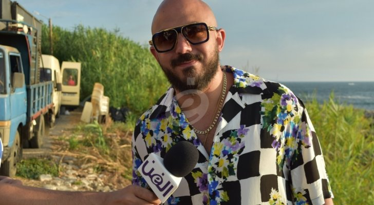 """خاص وبالفيديو- محمود العسيلي يروي حكاية """"على خدك"""" في لبنان..  ورونا العريان تعلّق: """"محمود فاجأني"""""""