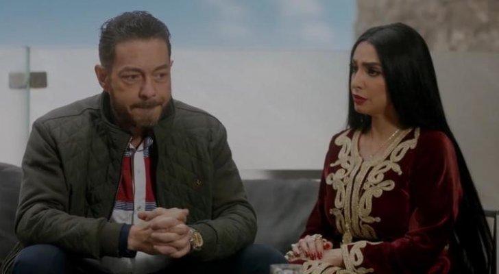 أحمد زاهر يفاجئ روجينا على الهواء.. وهذه ردة فعلها- بالفيديو