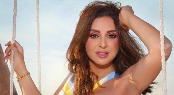 """بالفيديو - أنغام تستبدل كلمة بأغنيتها بـ""""يا حمارة"""" بحفلها .. هذا ما فعله الجمهور"""