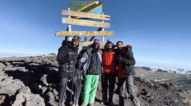 محمد الصباغ يتلسق قمة جبل كالامنجارو
