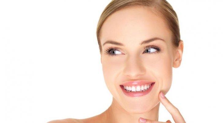 لإبتسامة بيضاء وأكثر لمعاناً.. إليك هذه الحيل السهلة