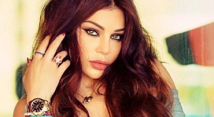 هيفا وهبي تبهر الآلاف في حفل العلمين بإطلالتها وأغنياتها برفقة أكرم حسني-بالفيديو