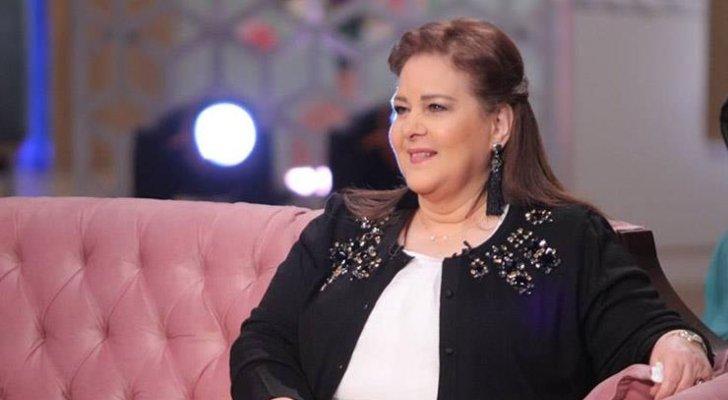 بالصور- أكسسوار لم يكن يفارق دلال عبد العزيز يربطها بـ ميرفت أمين ورجاء الجداوي