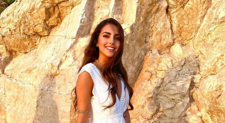 فاليري أبو شقرا حققت ألقاباً جمالية عالمية قبل دخولها التمثيل.. ولذلك إقتحمت الشرطة زفافها ورُزقت بتوأم