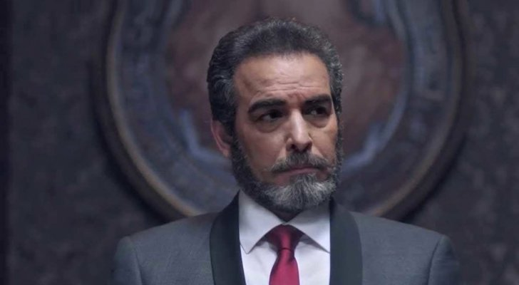 أحمد عبد العزيز يحسم الجدل حول أخبار بيعه أثاث منزله- بالفيديو
