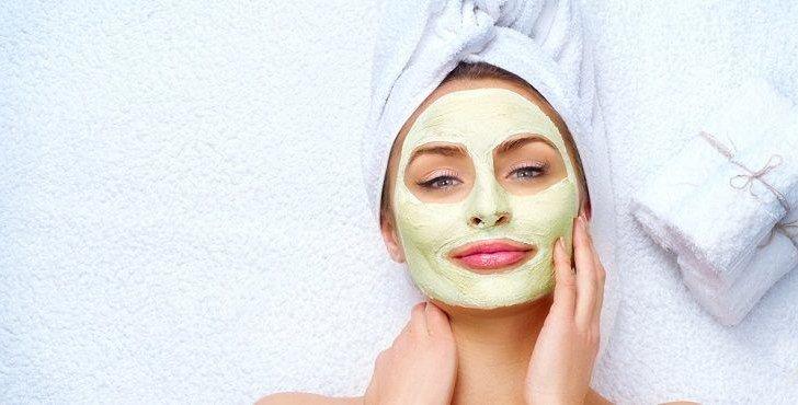 إليكِ طريقة تحضير خلطة تقشير الوجه أو السكراب والنتيجة فعالة بأقل من 3 دقائق